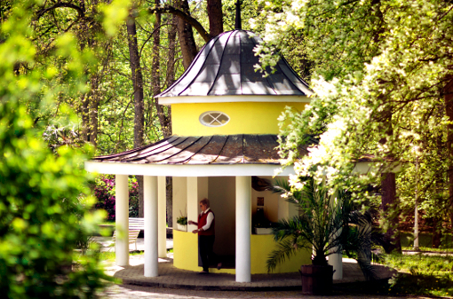 Quellen-Pavillon im Kurpark Konstantinovy Lazne