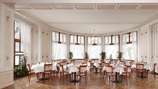 Teilansicht des repräsentativen Speiseraums im Franzensbader Kurhotel Belvedere