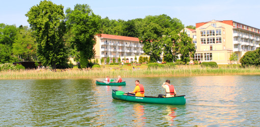 Boot auf dem Haussee vor der Feldberger Klinik