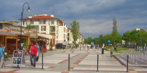 Promenade im neuen Kurviertel des Seebades Swinemünde