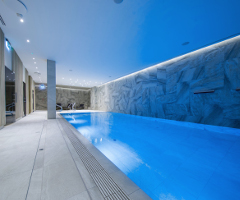 Blick ins Schwimmbad des Hotels Baltivia