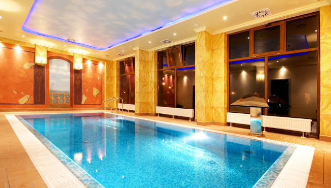 hotel-rezydent-schwimmbad