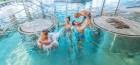 familie-im-schwimmbad