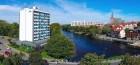 panorama-mit-hotel-fluss-und-einem-stckchen-von-der-altstadt