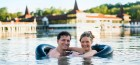 im-thermalsee-badendes-paar