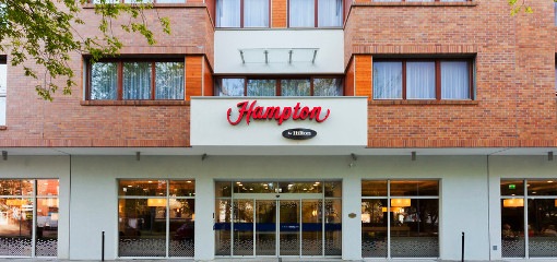 Eingangsbereich des Swinemünder Hotels Hampton by Hilton