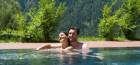 entspannen-im-auenpool-des-umhausener-vivea-hotels
