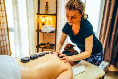 Hot-stone-Massage im Hotel Fürst-Pückler-Park