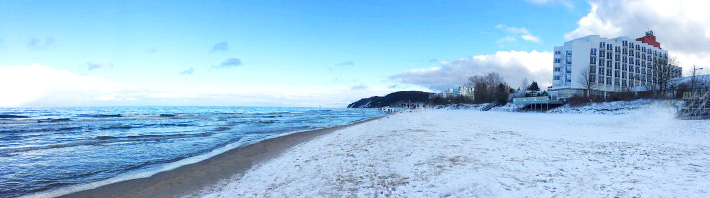 Hotel Amber Baltic am winterlichen Ostseestrand von Misdroy