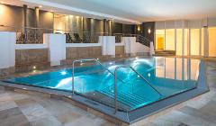 Schwimmbad im Falkensteiner-Hotel