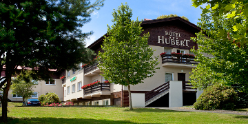 Vorderansicht Hotel Hubert