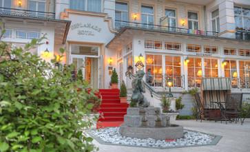 Eingang zum Heringsdorfer Hotel Esplanade