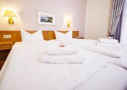 Doppelzimmer-Wohnbeispiel im Strandhotel Baabe