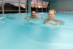 Im Schwimmbad des Hotels Maj