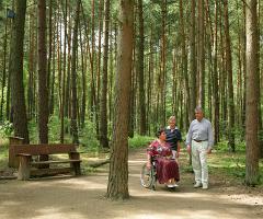 Vom Hiedehotel aus barrierefrei in den Wald
